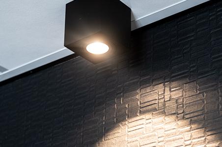 spot en saillie noir plafond