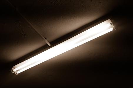 réglette avec 2 tubes led plafond